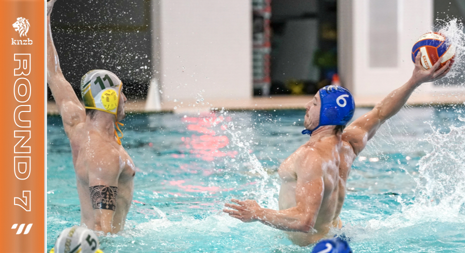 Robin Lindhout scores against Waterpolo Den Haag. Photo by orangepictures.nl